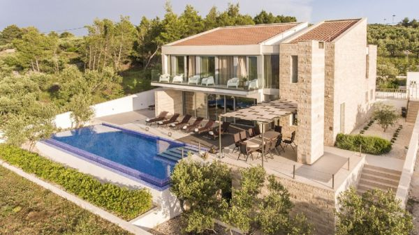 Large swimming pool with panoramic views - Property H512 in Croatia, island Brac.