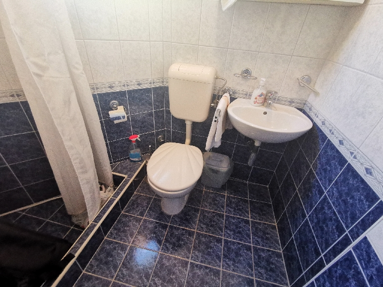 The bathroom of property H631.