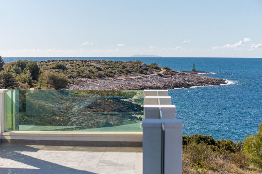Real Estate Croatia - H672 near the sea in Dalmatia.