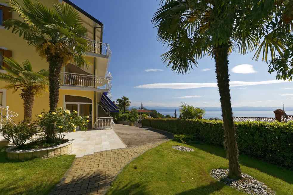 Palm trees and sea view - the apartment hotel in Croatia is for sale