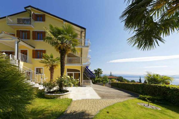 The apartment hotel in Croatia with the beautiful sea view is for sale