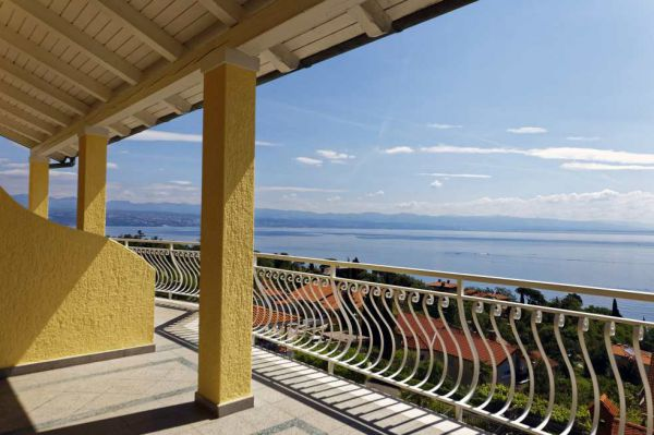 From the terraces of the apartment hotel in Lovran, Croatia, there is a captivating view of the sea and the bay. Real Estate Croatia - Panorama Scouting
