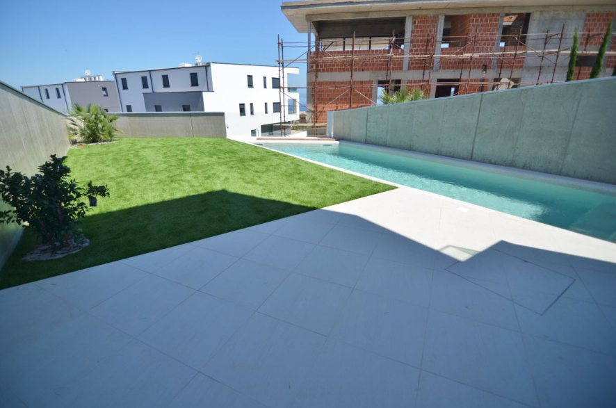 Property H832 swimming pool and garden on Krk in Malinska.