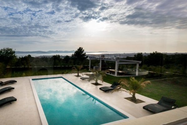 Villa with swimming pool in Croatia for sale - Panorama Scouting.