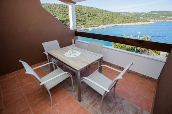 Terrace with dining area and views of the crystal clear sea.