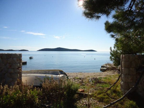 Buy land plots in Dalmatia by the sea.