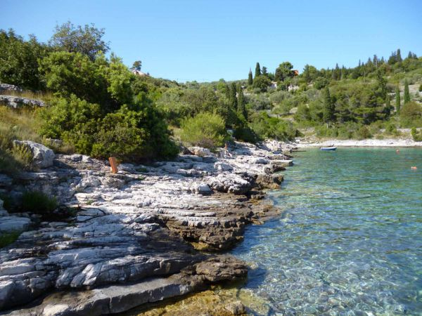 Crystal clear water on the building plot by the sea in Croatia. Property by the sea - Panorama Scouting