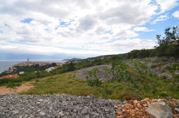 Land in Vrbnik in Croatia for sale - Panorama Scouting.
