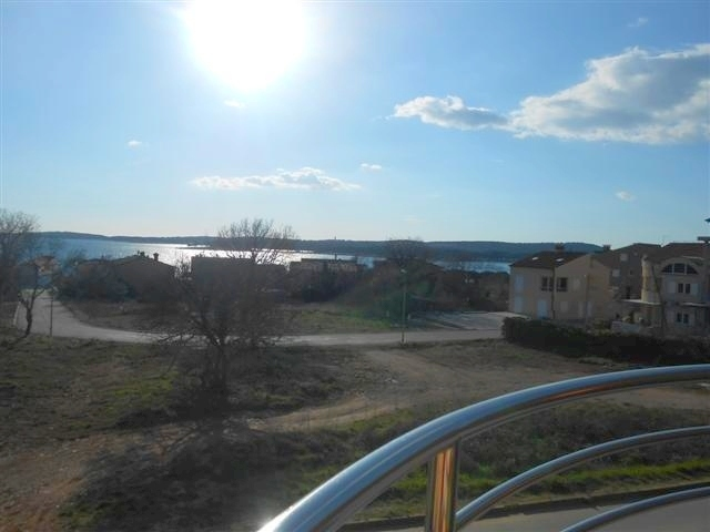 The apartment in Istria for sale in Medulin offers beautiful sea view from the balcony. Properties with sea views - Panorama Scouting.