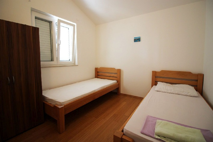 The third bedroom of property A580.