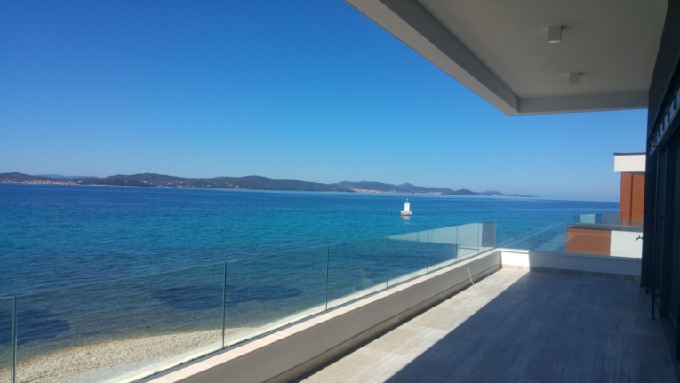 The apartments for sale in Croatia are located directly by the sea