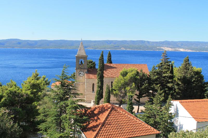 Stone house with panoramic views across the village and the sea for sale near Omis, Dalmatia
